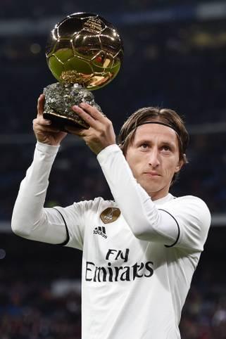 """Die französische Zeitschrift """"France Football"""" hat auch in diesem Jahr wieder den Ballon d'Or für den besten Fußballer der Welt vergeben - und damit den Nachfolger von Luka Modric gekürt. das Magazin stellte 30 Spieler zur Abstimmung"""