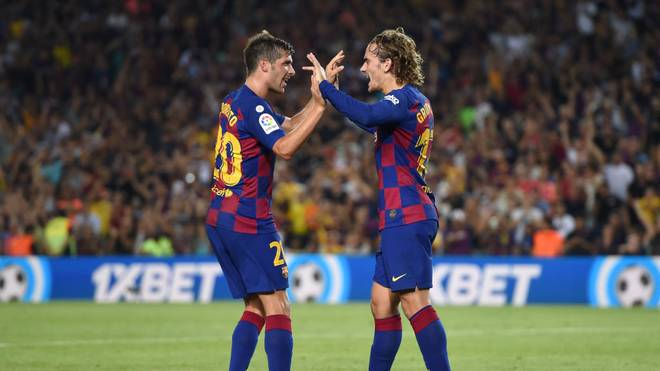 BARCELONA, SPAIN - AUGUST 25: Antoine Griezmann of Barcelona celebrates scoring his team's first goal with teammate Sergi Roberto during the Liga match between FC Barcelona and Real Betis at Camp Nou on August 25, 2019 in Barcelona, Spain. (Photo by Alex Caparros/Getty Images)
