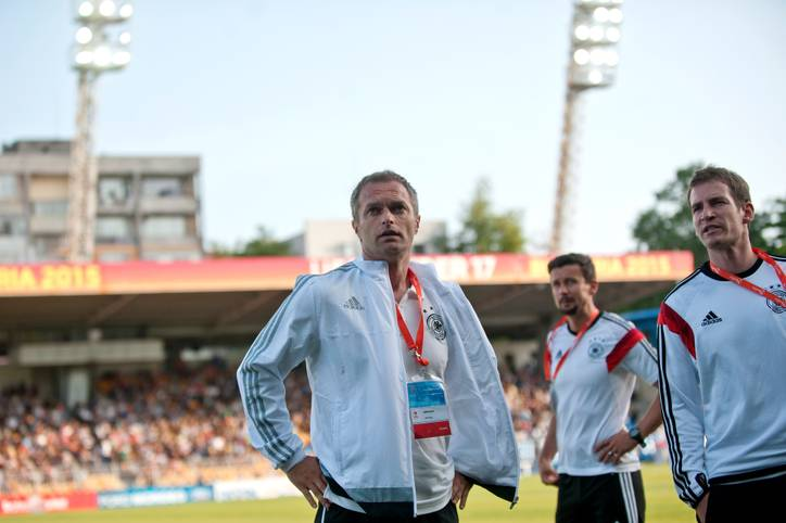 Zuversicht sieht anders aus. Bereits vor dem Finale der U-17-Europameisterschaft blickt DFB-Trainer Christian Wück etwas skeptisch. Gegner Frankreich macht es der deutschen Auswahl in der Tat von Beginn an schwer