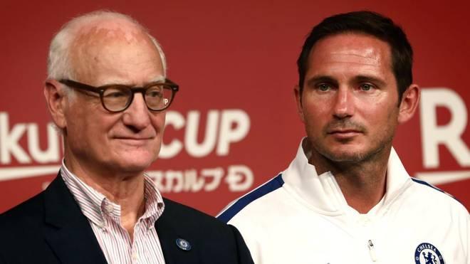 Bruce Buck (l.) sieht den FC Chelsea mit Frank Lampard auf einem guten Weg