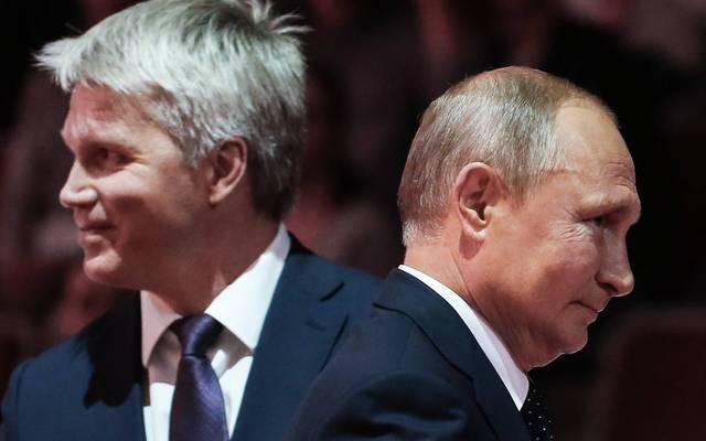 Auch Russlands Sportminister Pawel Kolobkow (l., mit Wladimir Putin) gerät unter Druck