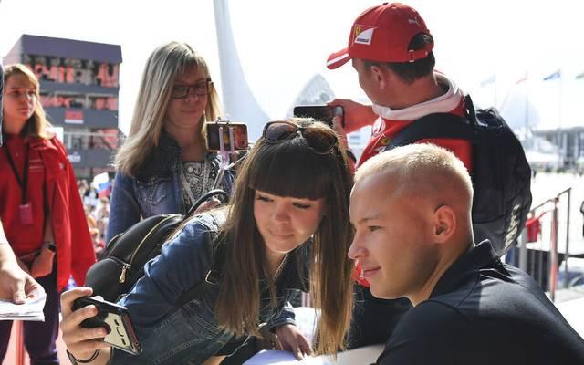 Nikita Mazepin darf sein Cockpit bei Haas behalten - doch die Kritik nach dem Sexismus-Skandal wächst