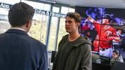 Hoher Besuch bei SPORT1! MLB-Star Max Kepler von den Minnesota Twins schaut in der Redaktion in Ismaning vorbei