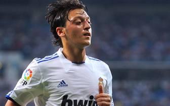 MESUT ÖZIL: Mesut Özil hatte es nicht immer leicht bei Real: Mal wurde er geliebt, mal wurde er verspottet - gerade von den spanischen Medien. Trotzdem reichte es zu einem Pokalsieg und einer Meisterschaft, ehe sich der Mittelfeldspieler im Sommer 2013 na