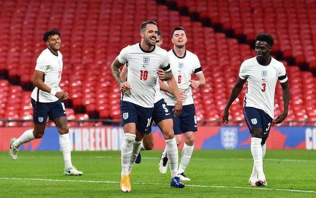 Englands Danny Ings feiert sein Tor mit seinen Teamkollegen