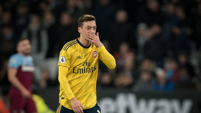 Mesut Özil und der FC Arsenal bekommen viel Kritik ab