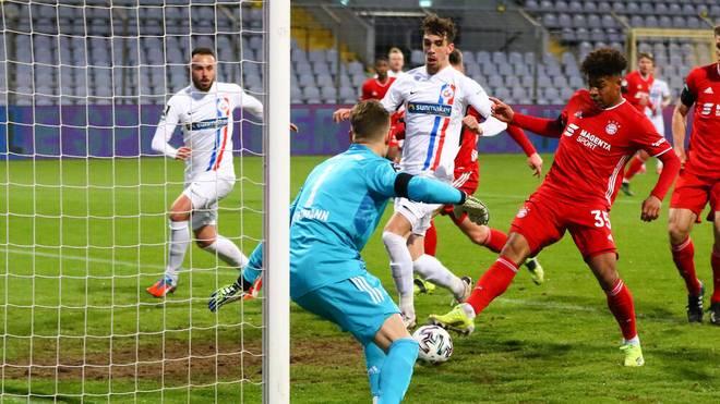 Torhüter Ron-Thorben Hoffmann vom FC Bayern München II gab bei der Niederlage gegen Hansa Rostock eine unglückliche Figur ab
