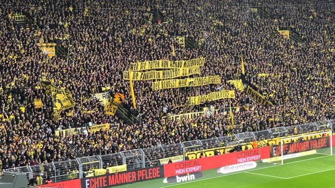 Auf der Süd in Dortmund wurde schon vor Spielbeginn gegen den DFB ausgeteilt