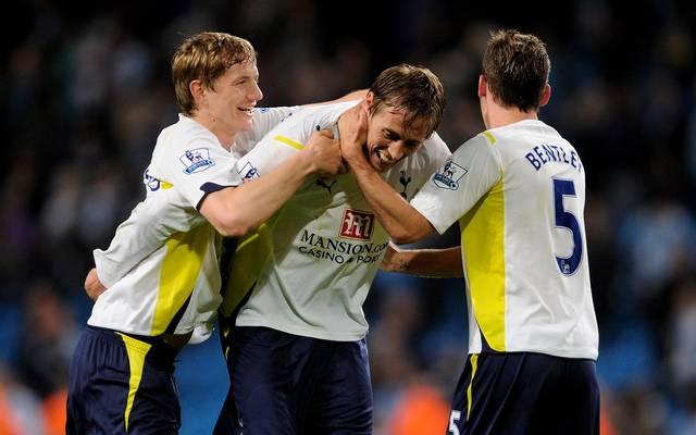 Peter Crouch (M.) ging von 2009 bis 2011 für die Tottenham Hotspur auf Torejagd
