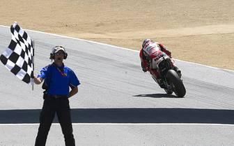 Seine Freude über Platz zwei mindert dies aber überhaupt nicht. Beim überfahren der Ziellinie feiert der Honda-Pilot seinen größten Erfolg nach dem WM-Sieg 2011 in der Moto2. SPORT1 blickt auf die bisherige Laufbahn des Zahlingers zurück