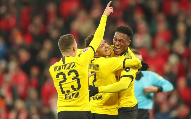 MAINZ, GERMANY - DECEMBER 14: Jadon Sancho of Borussia Dortmund celebrates after scoring his team`s second goal with team mates Dan-Axel Zagadou of Borussia Dortmund and Thorgan Hazard of Borussia Dortmund during the Bundesliga match between 1. FSV Mainz 05 and Borussia Dortmund at Opel Arena on December 14, 2019 in Mainz, Germany. (Photo by Christian Kaspar-Bartke/Bongarts/Getty Images)