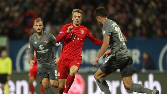 Jann-Fiete Arp (Mitte) wird zumindest in der Champions League in dieser Saison nicht mehr für Bayern spielen