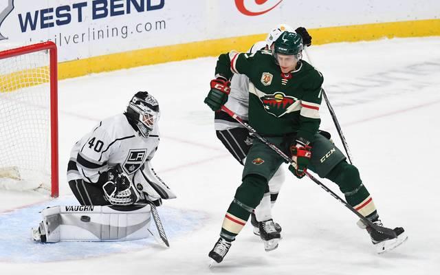 Nico Sturm (r.) spielt in der NHL für die Minnesota Wild