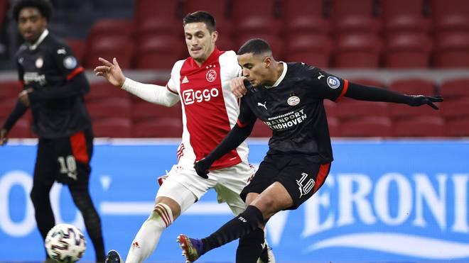 Einhoven (in schwarz) konnte Ajax Amsterdam ein Unentschieden abringen