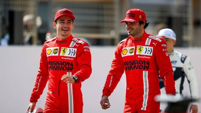Die Ferrari-Piloten Leclerc (l.) und Sainz