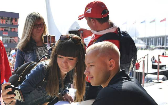 Nikita Mazepin darf sein Formel-1-Cockpit bei Haas behalten - doch die Kritik nach dem Sexismus-Skandal schwelt weiter