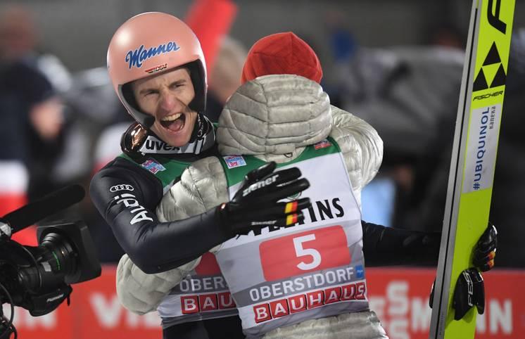 Karl Geiger feiert mit dem zweiten Platz in Garmisch-Partenkirchen einen perfekten Start in das neue Jahr und liegt nach zwei Springen bei der Vierschanzentournee auf dem 2. Platz. Der Traum vom ersten deutschen Tourneesieg seit 18 Jahren kann Wirklichkeit werden