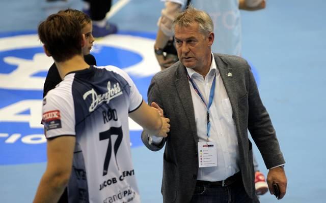 Dierk Schmäschke (r.) und die SG Flensburg-Handewitt könnten bei einem Saisonabbruch den Meistertitel nicht verteidigen