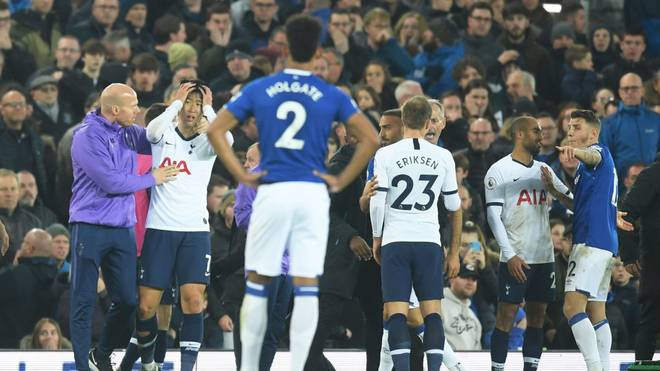 LIVERPOOL, ENGLAND - NOVEMBER 03: Members of both sides react after a Son Heung-Min of Tottenham Hotspur challenge on Andre Gomes of Everton during the Premier League match between Everton FC and Tottenham Hotspur at Goodison Park on November 03, 2019 in Liverpool, United Kingdom. (Photo by Michael Regan/Getty Images)