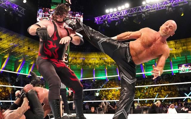 """Shawn Michaels packte 2018 bei WWE gegen Kane nochmal seinen Finisher """"Sweet Chin Music"""" aus"""