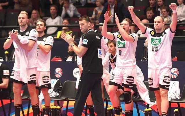 Haben noch eine minimale Restchance auf das Halbfinale: Christian Prokop und das DHB-Team