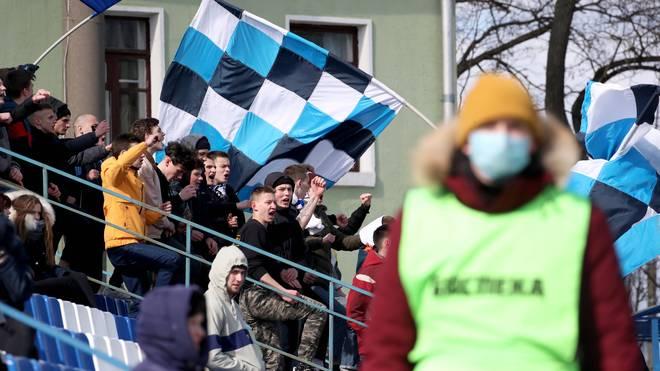 Fans beim Liga-Duell zwischen FC Slutsk und Slavia Mazyr