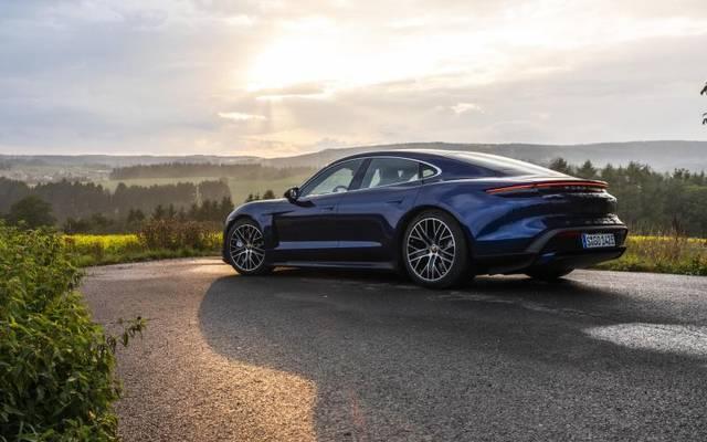Mit dem Taycan läutet Porsche bei sich die Antriebswende ein. Der Sportwagen soll es mit dem Tesla Model S aufnehmen