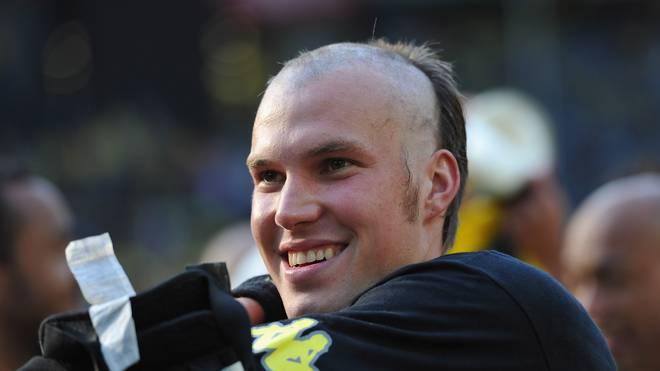 Kevin Großkreutz bestritt die Meisterparty 2011 mit unvollendeter Frisur
