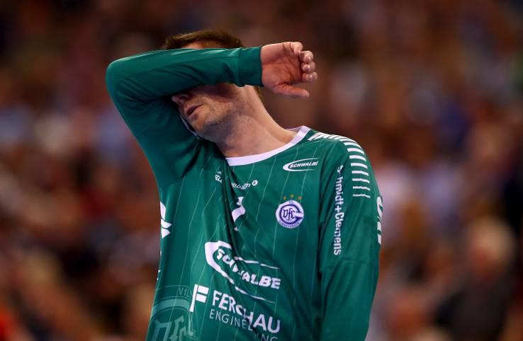Es ist passiert: Der VfL Gummersbach steigt in die zweite Liga ab - zum ersten Mal in seiner Vereinsgeschichte. Das 25:25 gegen Bietigheim ist nicht genug. Das stetige Absinken der zurückliegenden Jahre mündet nun in den bisherigen Tiefpunkt der im Jahr 1923 gegründeten Handball-Abteilung