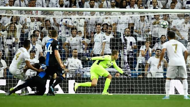 Casemiro (l.) gelang für Real Madrid gegen den FC Brügge kurz vor Schluss der Ausgleich