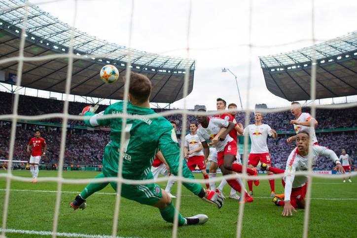 Der FC Bayern feiert gegen RB Leipzig einen klaren Erfolg im Pokalfinale. Der Finaldebütant hat zahlreiche große Chancen, aber Manuel Neuer ist stets zur Stelle. Robert Lewandowski sticht aus einer starken Bayern-Truppe ebenfalls heraus. SPORT1 bewertet alle Spieler in der Einzelkritik