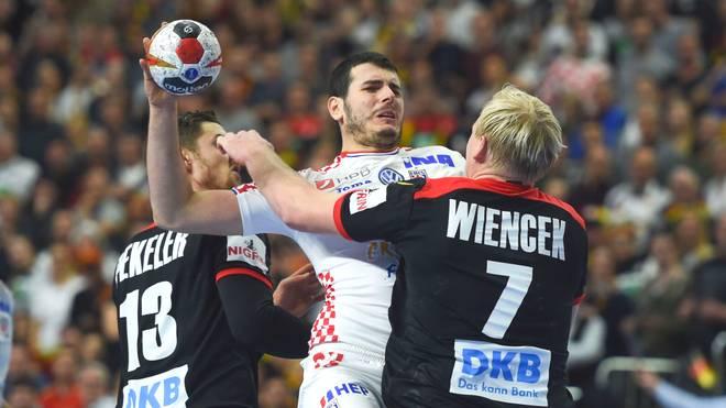 Die deutschen Handballer um Hendrik Pekeler (l.) und Patrick Wiencek haben den Einzug ins Halbfinale verpasst
