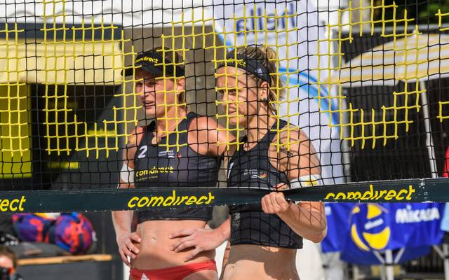Maggie Kozuch (l.) und Laura Ludwig wühlen seit Kurzem als Team im Sand