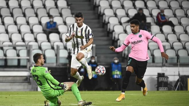 Alvaro Morata (M.) wurden drei Tore wegen Abseits aberkannt