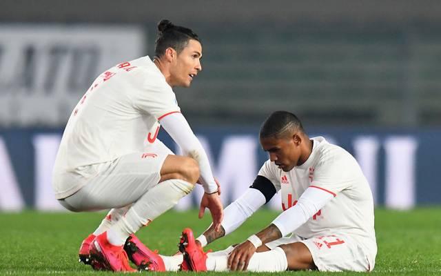 Cristiano Ronaldo (l.) und Douglas Costa stehen mit Juventus Turin derzeit auf Rang eins der Serie A