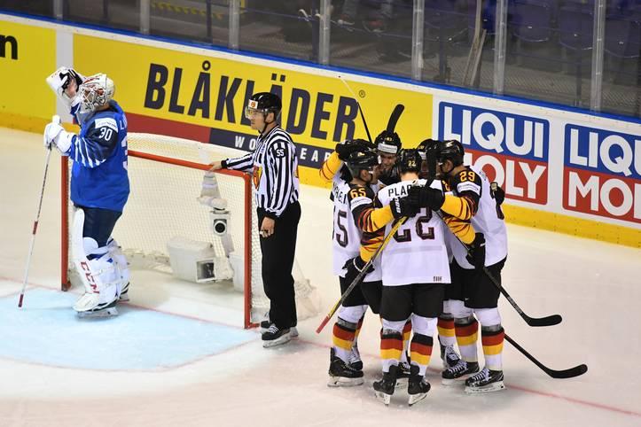 Die deutsche Eishockey-Nationalmannschaft spielt eine furiose WM. Durch einen 4:2-Sieg über Finnland sprang sie auf den dritten Platz der Gruppe A und ging Russland im Viertelfinale aus dem Weg. Stattdessen trifft sie nun auf Tschechien ...