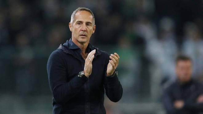 Adi Hütter ist mit der Eintracht am Samstagabend in Leverkusen zu Gast