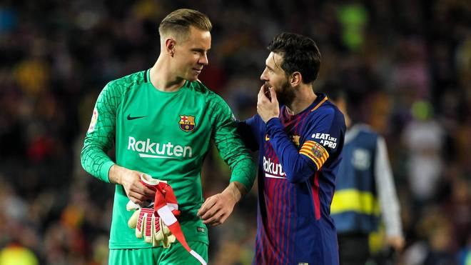 Marc-Andre ter Stegen (l.) verwies Lionel Messi bei einer Fan-Umfrage auf den zweiten Platz