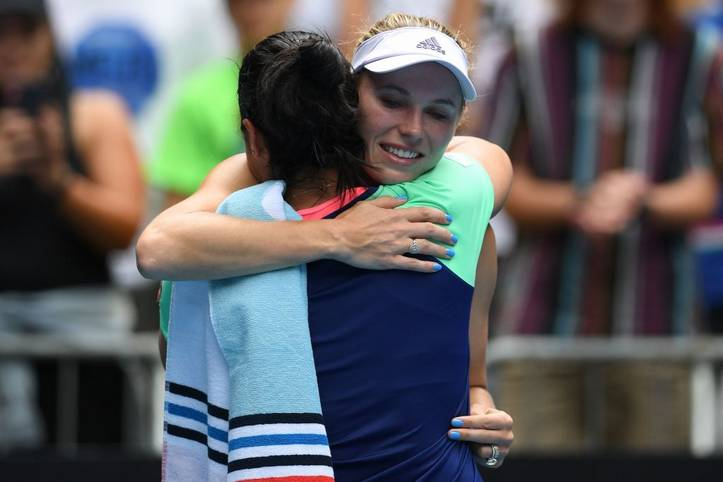 Das war's! Mit einer Niederlage in der 3. Runde der Australian Open gegen Ons Jabeur ging die Tennis-Karriere von Caroline Wozniacki zu Ende. Gelenkrheumatismus und auch der Wunsch ein neues Leben zu beginnen veranlassen sie im frühen Tennis-Alter von 29 Jahren zu diesem einschneidenden Schritt
