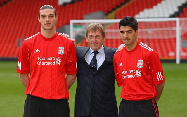 Andy Carroll (l.) und Luis Suárez (r.) wurden im Winter 2011 gemeinsam beim FC Liverpool vorgestellt