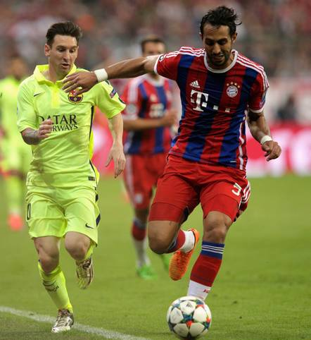 Der FC Bayern hat den Champions-League-Sieger FC Barcelona in der Koeffizienten-Rangliste der UEFA überholt. Die Rangliste setzt sich aus den Ergebnissen der Klubs in der Champions League und der UEFA Europa League über die letzten fünf Jahre zusammen. Die Position entscheidet darüber, an welcher Stelle die Vereine bei der Auslosung zu Europapokalwettbewerben gesetzt sind. Unter den ersten 100 Vereinen stehen neun Bundesligisten und ein Zweitligist. Wer steht noch vor den Bayern? SPORT1 zeigt die Rangliste in Bildern