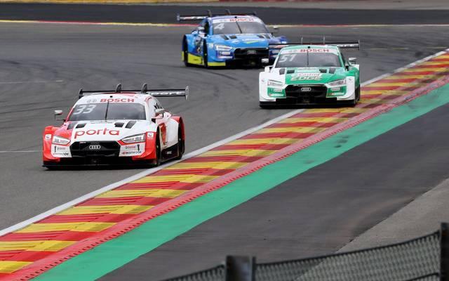 René Rast (l.) und Nico Müller liefern sich heiße Duelle in der DTM