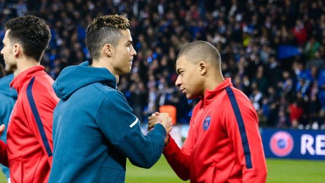 Cristiano Ronaldo würde gerne an der Seite von Kylian Mbappé (r.) spielen