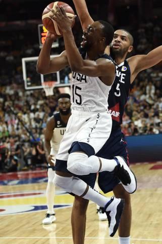 Der Topfavorit ist ausgeschieden! Bei der Basketball-WM scheitern die USA (im Bild: Kemba Walker) im Viertelfinale an Frankreich. Das 79:89 bedeutet aber nicht nur das Aus bei den Titelkämpfen in China, sondern auch das Ende einer unglaublichen Serie