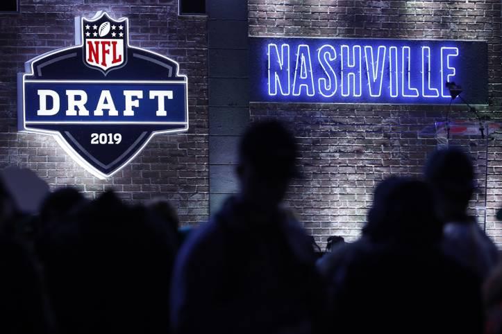 Die Arizona Cardinals entscheiden sich beim NFL-Draft 2019 in Nashville für Quarterback Kyler Murray als Nummer-1-Pick. Auch die Redskins schnappen sich einen Spielmacher
