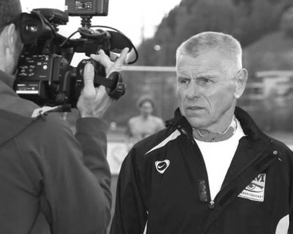 """Timo Konietzka ist tot. Im Februar dieses Jahres wurde ein unheilbares Gallengangskarzinom beim früheren Bundesliga-Profi und Trainer festgestellt. Am 12. März 2012 setzte Konietzka mithilfe der Schweizer Sterbehilfe """"Exit"""", die er seit rund zwei Jahren als Botschafter unterstützt hatte, seinem Leiden ein Ende. Er wurde 73 Jahre alt"""