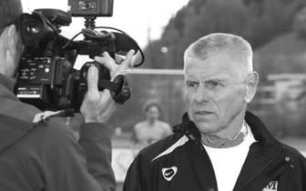 """Timo Konietzka ist tot. Im Februar dieses Jahres wurde ein unheilbares Gallengangskarzinom beim früheren Bundesliga-Profi und Trainer festgestellt. Am 12. März 2012 setzte Konietzka mithilfe der Schweizer Sterbehilfe """"Exit"""", die er seit rund zwei Jahren a"""