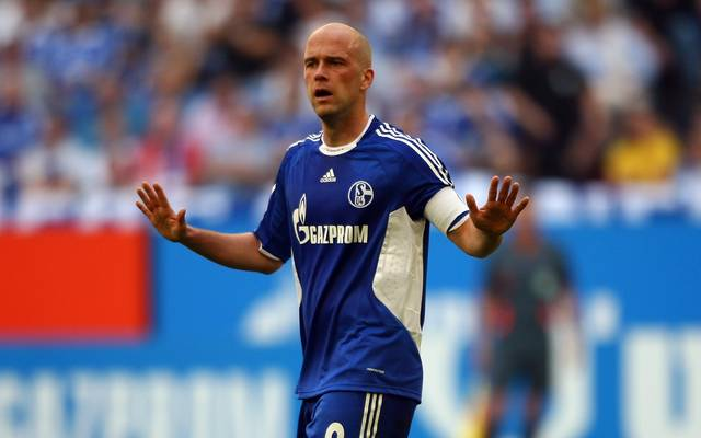 Fabian Ernst wurde bei Hannover 96 ausgebildet und spielte anschließend in der Bundesliga für den HSV, Bremen und Schalke