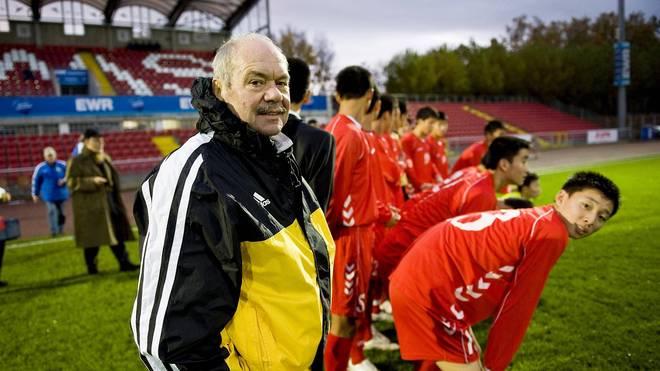 Klaus Schlappner als Trainer von Nordkoreas U16