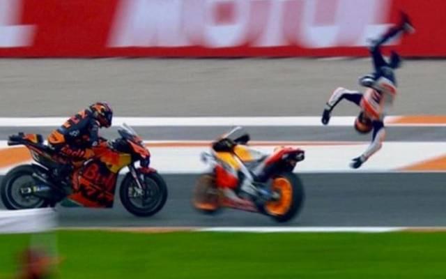 Das sieht übel aus: Alex Marquez schleudert es nach seinem Abflug beim Qualifying in Valencia durch die Luft